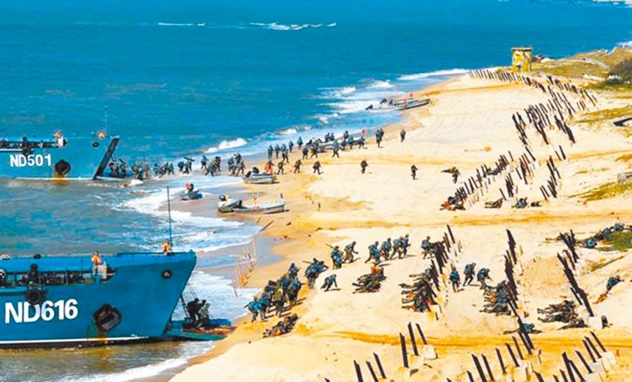 解放軍19日在東海軍演。圖為第73集團軍在東海某海域展開兩棲登陸作戰實彈演習。(取自中國軍網)