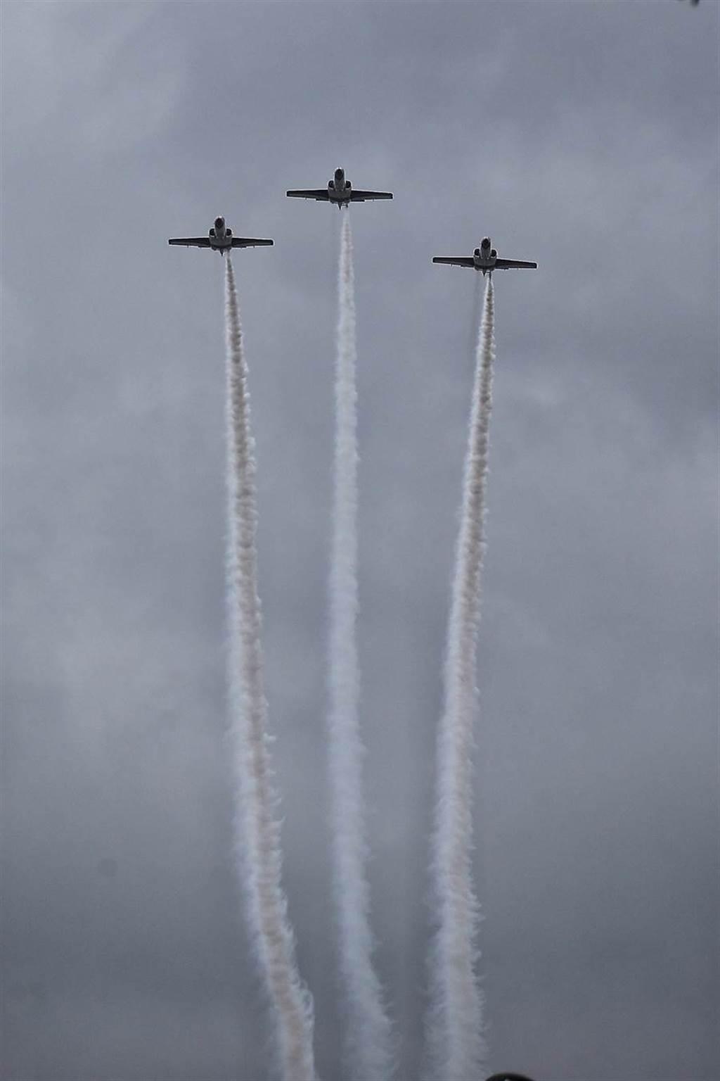 國慶預演,雷虎、F16飛越總統府。(圖/本報系資料照)