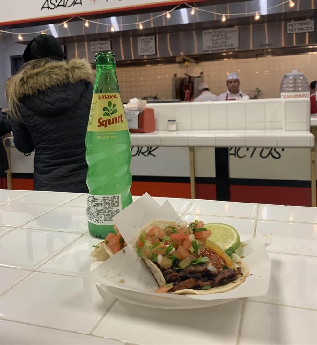 墨西哥餅這不豪氣,甚至有些「俗氣」的食物,卻充滿著令人振奮的爐火香。(圖/台灣東販提供)