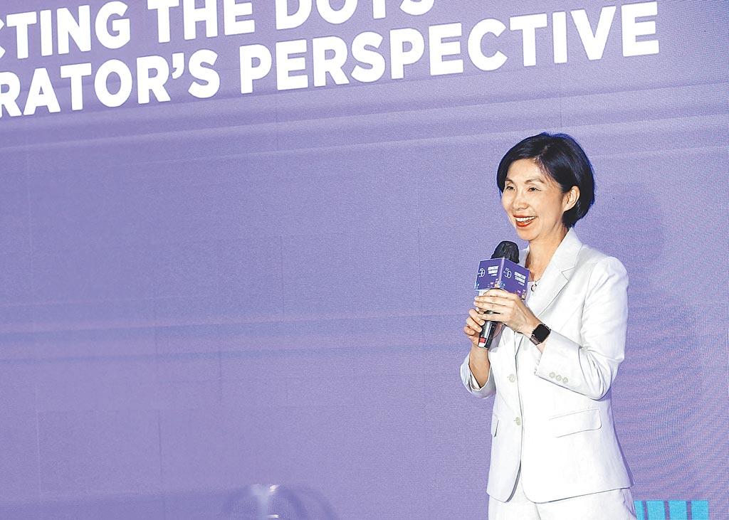 遠傳電信總經理井琪出席SEMICON Taiwan 2020國際半導體展會的「大師論壇」(Master Forum)發表演說。圖/遠傳電信提供