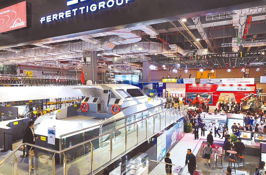 進口博覽會是 「雙循環」的窗口。圖為第二屆中國國際進口博覽會裝備展區。(新華社)