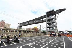 大甲火車站人行跨越橋啟用 不用再繞道而行
