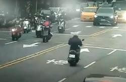北投機車撞遊覽車 騎士一度危急