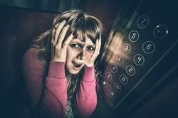 搭電梯按1樓下秒竟「瘋狂上升」  她錄全程萬人嚇壞