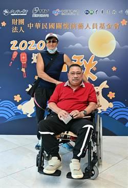 近80歲陳松勇坐輪椅現身 自虧錢多但「不能隨便給」