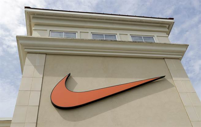 Nike實體銷售受挫,但線上銷售大幅增長,帶給投資人信心。美聯社資料照片