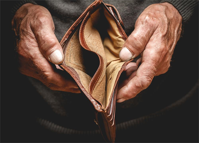 月薪5萬注定老窮?退休後的10大風險 第1名恐吃光老本