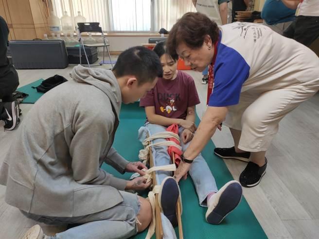財團法人曹仲植基金會今年特別提案且贊助1000人次上急救員訓練課程,提升民眾正確觀念外,更盼能宣達「學習急救訓練」其重要性。(主辦單位提供)