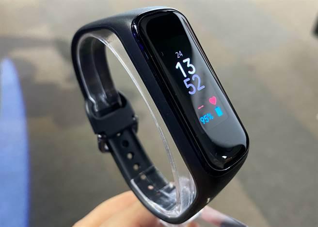 Galaxy Fit2智慧手環。(黃慧雯攝)