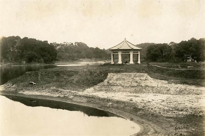 約1933年拍攝之八角亭/楊美蘭提供。(台南市觀旅局提供/劉秀芬台南傳真)