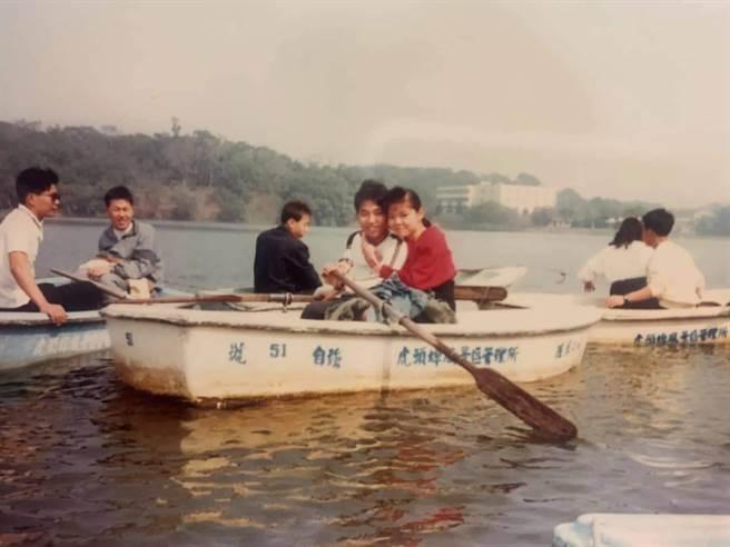1989年與同梯虎頭埤一日遊/潘文欽提供。(台南市觀旅局提供/劉秀芬台南傳真)