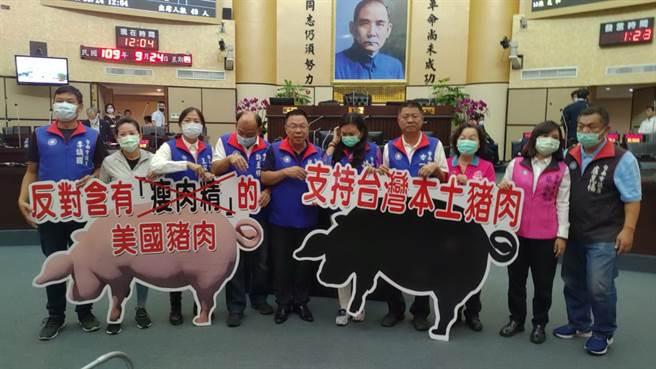 國民黨台南市議會黨團24日開議首日猛轟美豬進口議題。(國民黨台南市議會黨團提供/程炳璋台南傳真)