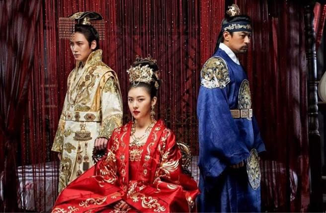 河智苑和池昌旭合作古裝劇《奇皇后》。(圖/本報系資料照)
