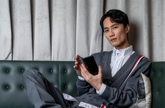 音樂才子李英宏曝穿搭風格 著重經典紅白藍3色低調質感(圖/品牌提供)
