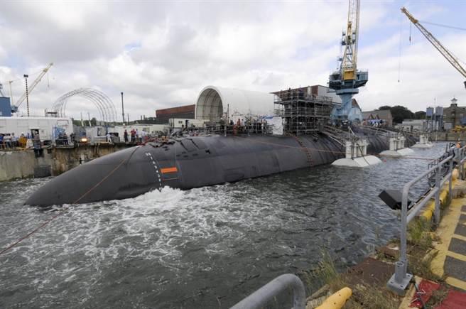 維修中的美軍攻擊潛艦聖胡安號,它與波夕號是同型艦,都為洛杉磯級。(圖/美國海軍)