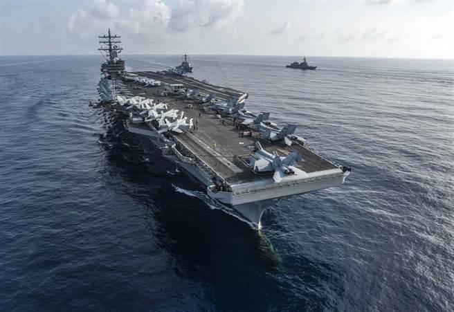 美國海軍「雷根」(USS Ronald Reagan,CVN76)號核動力航母2018年巡航南海的畫面。(美國海軍)