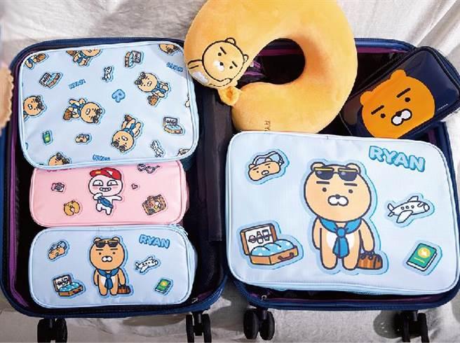 板橋大遠百韓國展KAKAO friends旅行收納袋,原價929元、特價649元。(遠百提供)