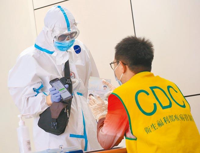 中央流行疫情指揮中心宣布,今起從菲國入境台灣的旅客,必須全面在機場採檢。(本報資料照片)