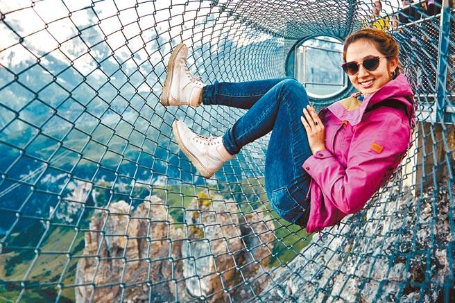 Alana踏出舒適圈,帶觀眾飽覽瑞士風光。(《Follow Alana》提供)
