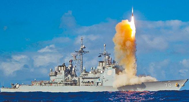 提康德羅加級飛彈巡洋艦伊利湖號(USS Lake Erie CG-70)發射SM-3反彈道飛彈的瞬間。(取自美國海軍官網)