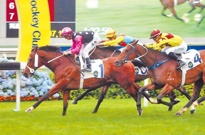《國安法》確立後,投資者對香港信心增強。圖為香港賽馬。(中新社資料照片)