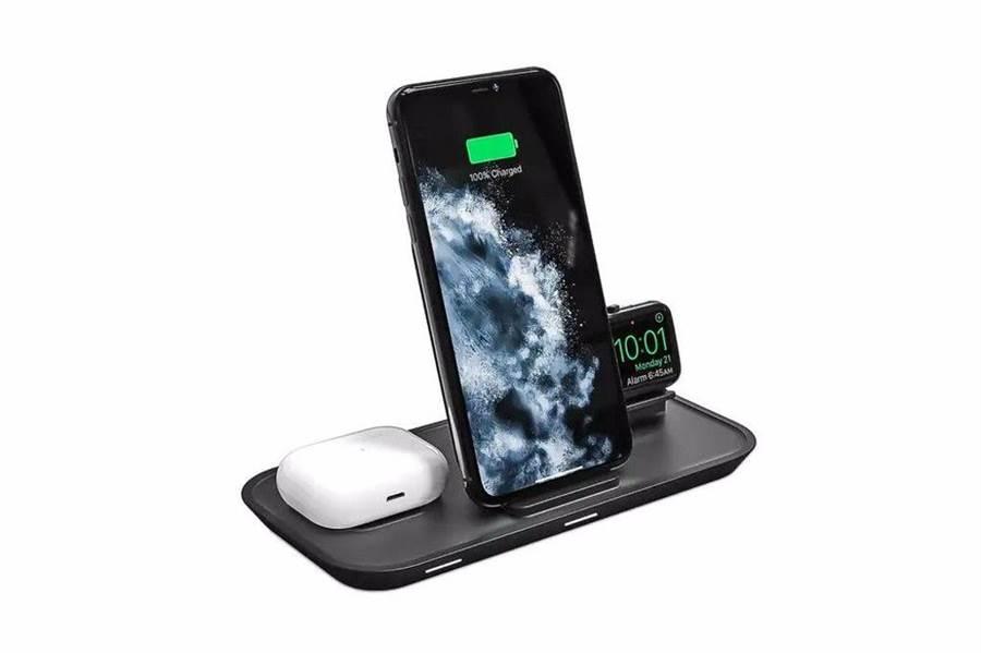 手機擺中間,手錶與耳機則分置兩旁(圖 / Mophie)