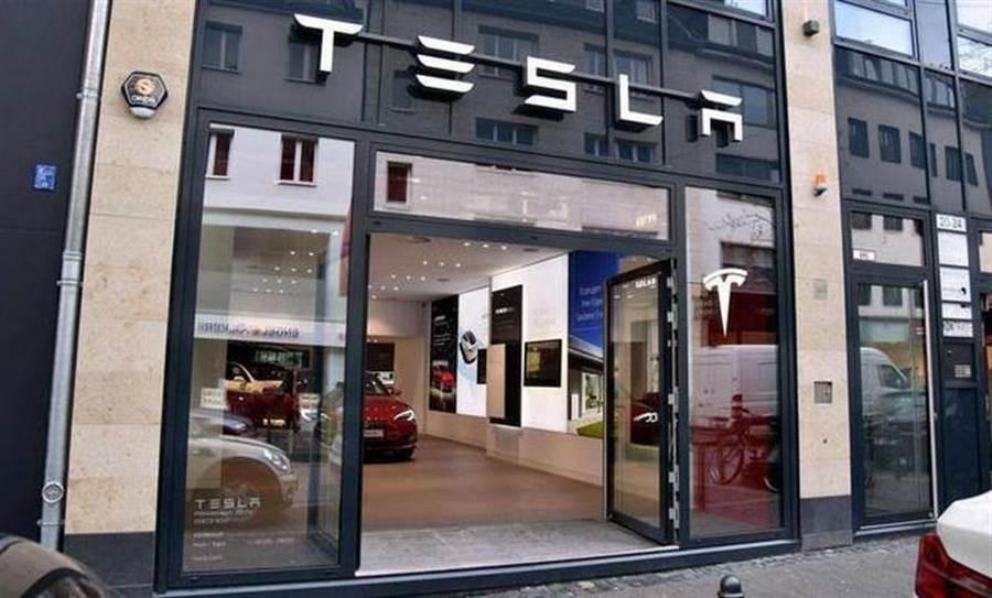 馬斯克電池日又一豪語:上海工廠產能要翻倍,每年生產百萬台電動車!