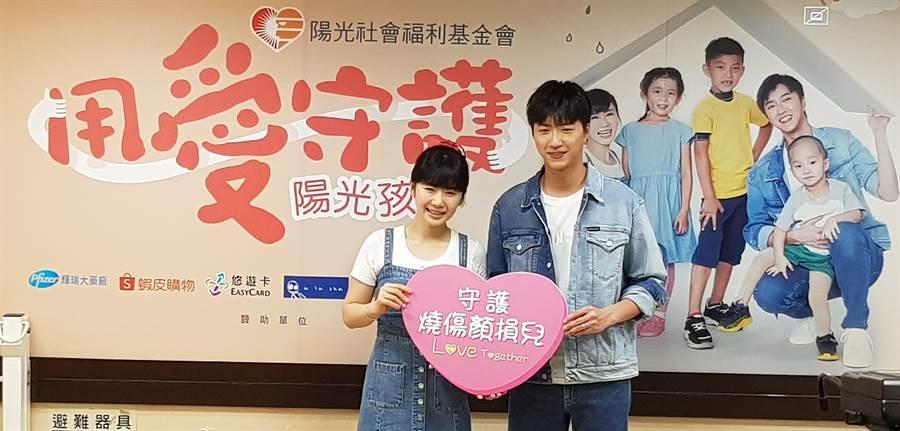 江宏傑(右)、福原愛(左)連續第二年為陽光基金會站台。(陳筱琳攝)