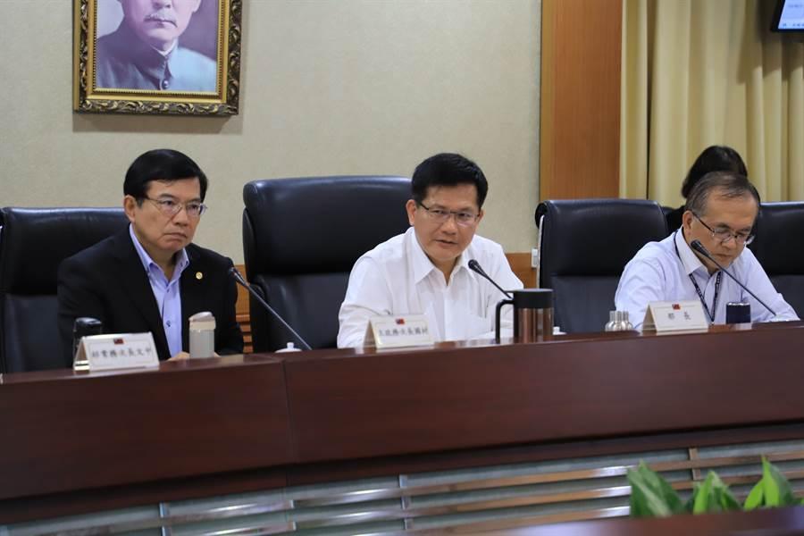 交通部長林佳龍今(24)日下午召開部務會議。(交通部提供)
