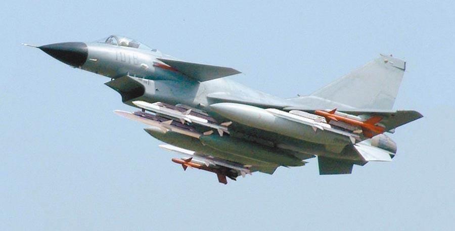 空軍司令部18日上午偵獲中共殲10、殲11型戰機,進入台灣西南空域。其中殲10具有很強的制空和地面精確打擊能力。(取自網路)