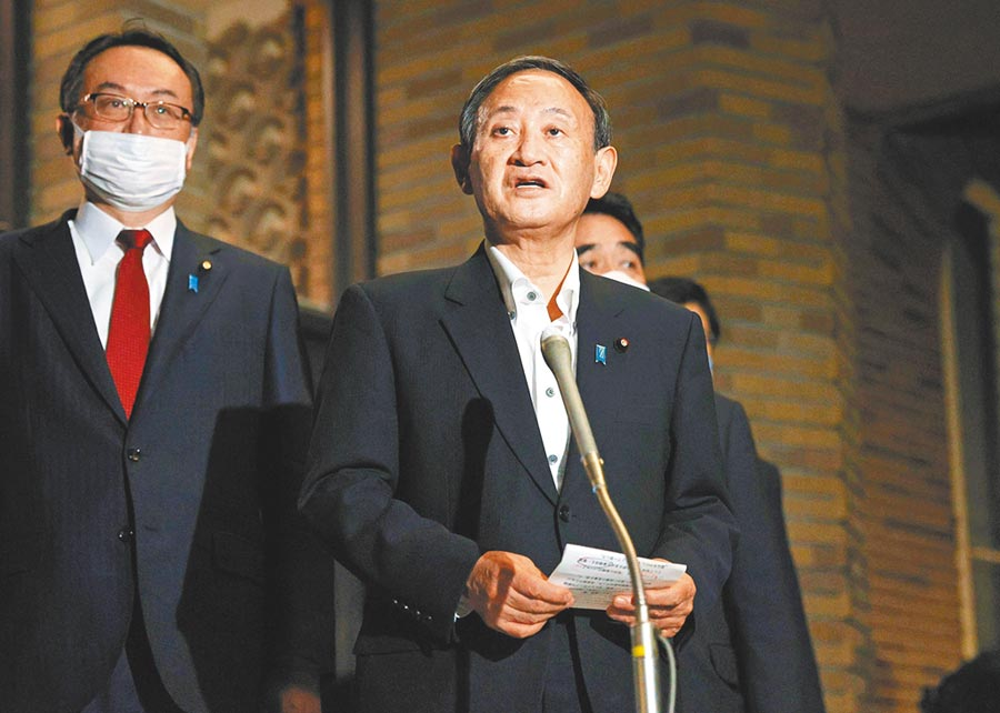 根據皮尤研究中心一項針對美國等全球14個先進經濟體,對於國際合作觀點的調查,結果出人意表。日本是發達國家中少數對聯合國和世界衛生組織(WHO),抱持高度懷疑的國家。圖為日本首相菅義偉。(路透)