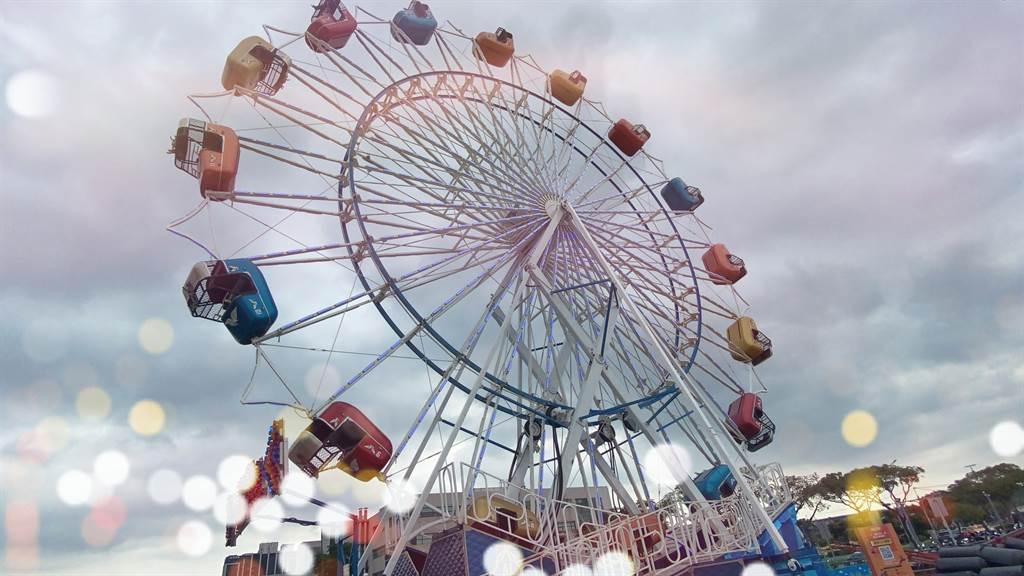 JETS嘉年华桃园场的Sky Diver 疯狂尖叫摩天轮。(黄慧雯摄)