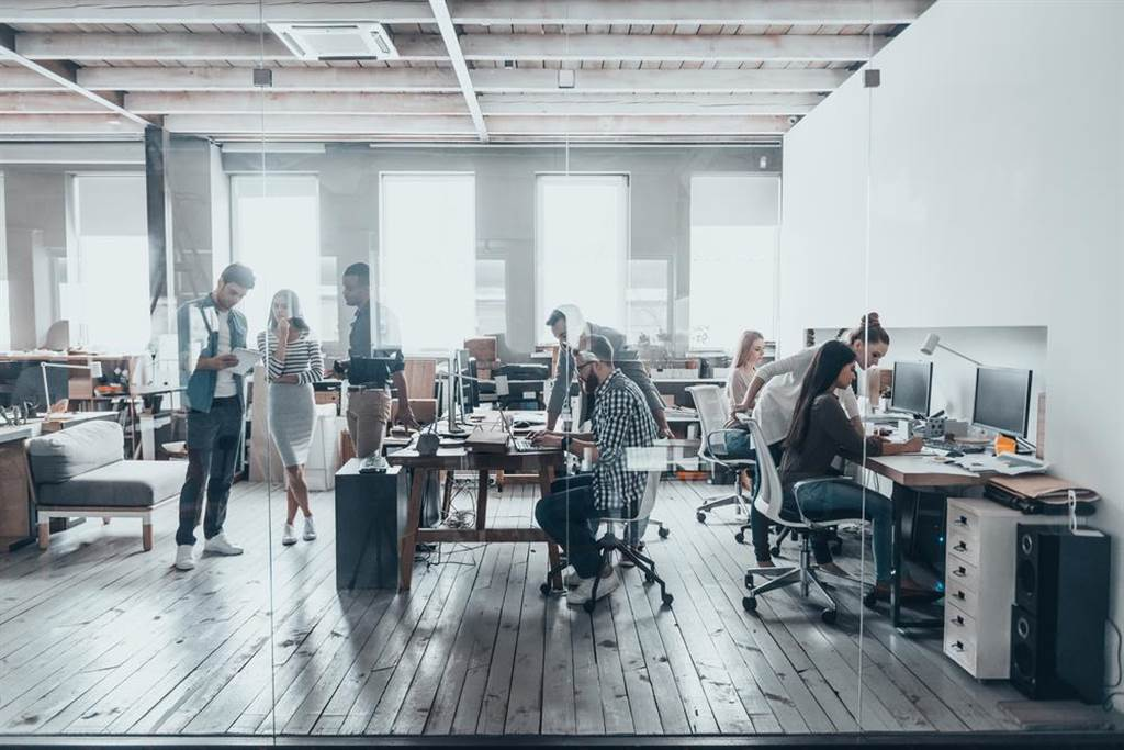 公司若把劳健保列为福利,未帮员工投保,可针对雇主开罚。(示意图/Shutterstock)