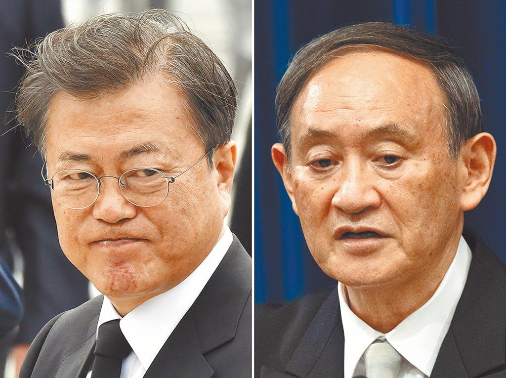 南韓總統文在寅(左)和日本首相菅義偉(右)昨日舉行熱線會談。(美聯社)