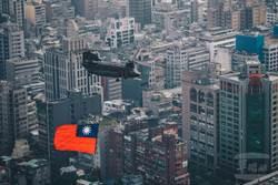 國慶戰機預演「市民嚇破膽」美魔女學者曝關鍵心理因素