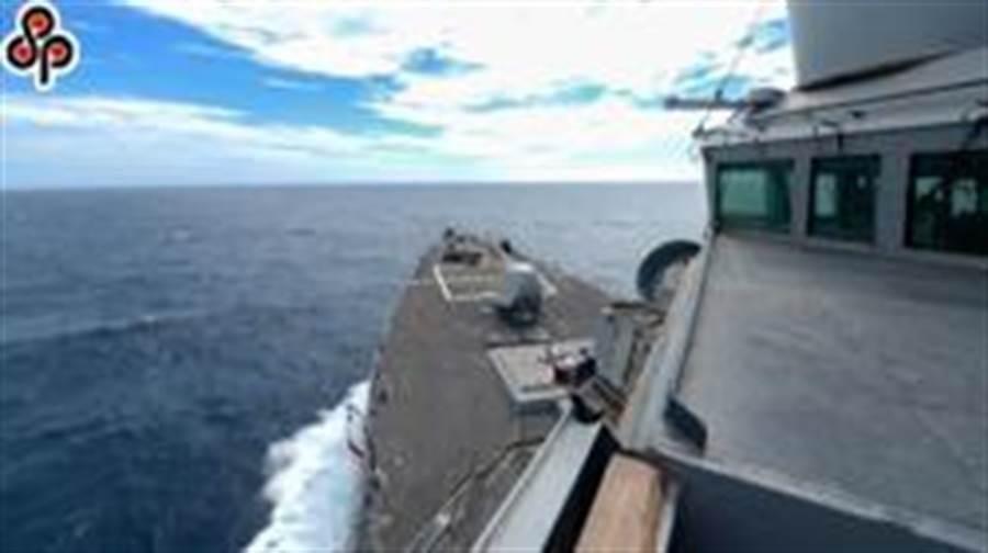 美國海軍「伯克級」驅逐艦羅素號(USS RUSSELL DDG-59)6月航經台灣海峽,為今年第7度,再度有美艦穿越台灣海峽。(摘自美國海軍第七艦隊臉書)
