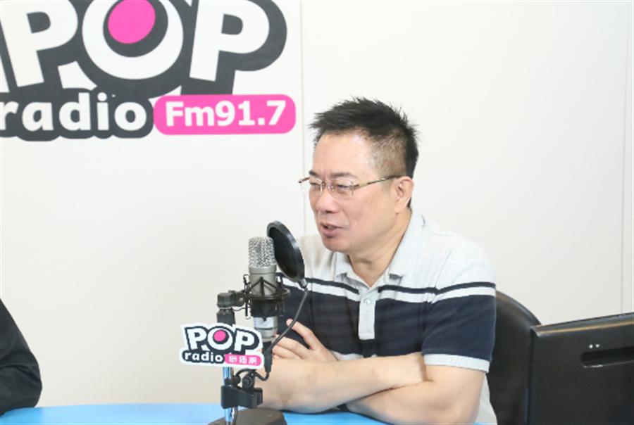 蔡正元接受廣播訪問。(圖/POP撞新聞提供)