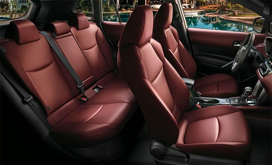 國產車中罕見提供紅色內裝選擇,在預售單中也有一成消費者選擇。