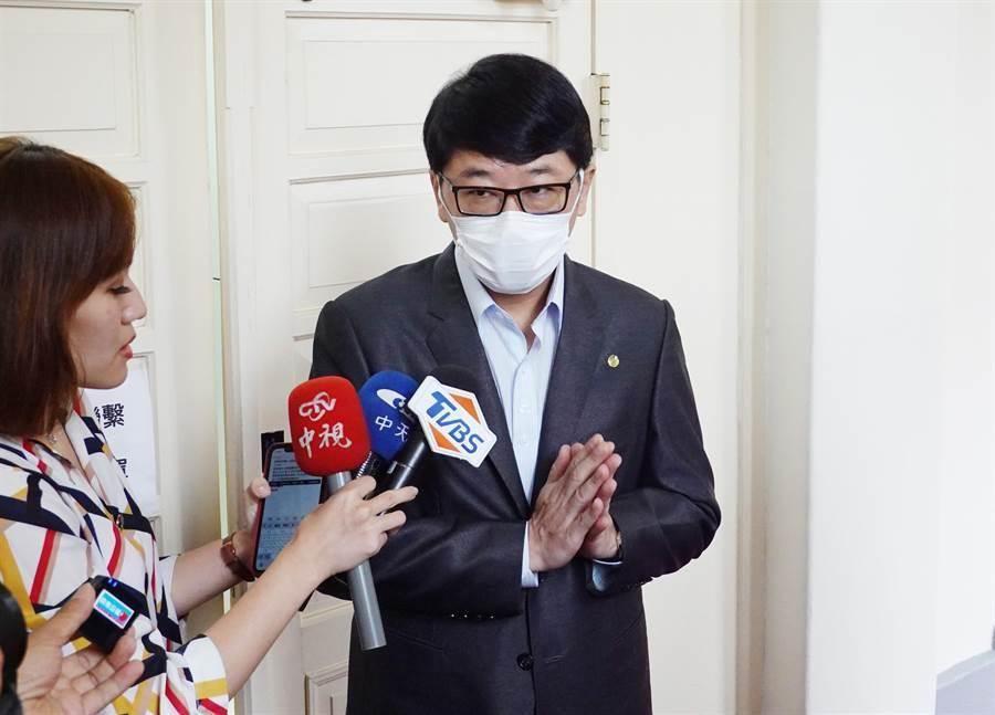 立委趙正宇25日近中午時分現身立法院,並到議場簽到。(姚志平攝)