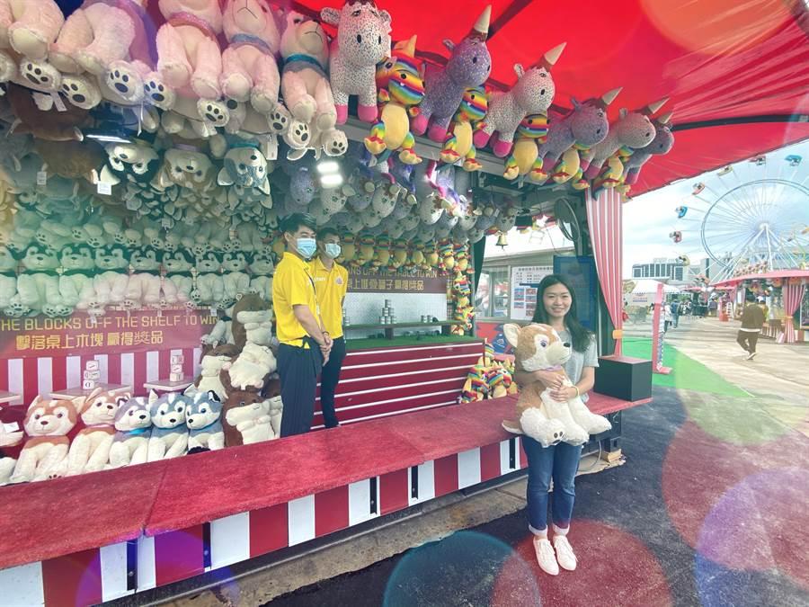 JETS嘉年華桃園廠內的遊戲攤位,玩法簡單,且娃娃超可愛是園內限定版本,外頭絕對買不到。(黃慧雯攝)