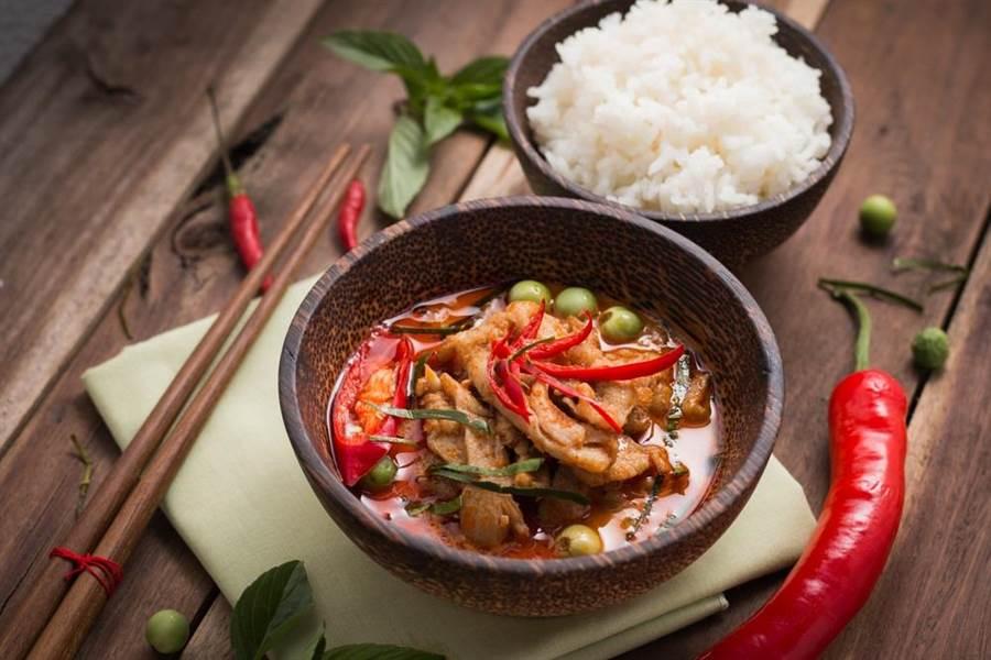 營養專家表示,辣椒含有辣椒素,若適量攝入對身體有益,但要注意烹飪方法,儘量避免重油、重鹽和一次性吃太多。(達志影像/shutterstock)