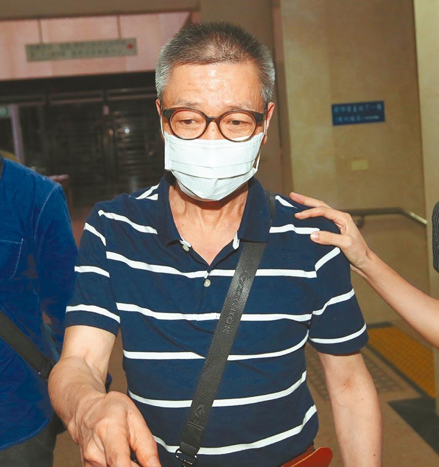 綠興國際公司負責人吳旭昇,昨晚由調查局北機站移送北檢複訊。(鄭任南攝)