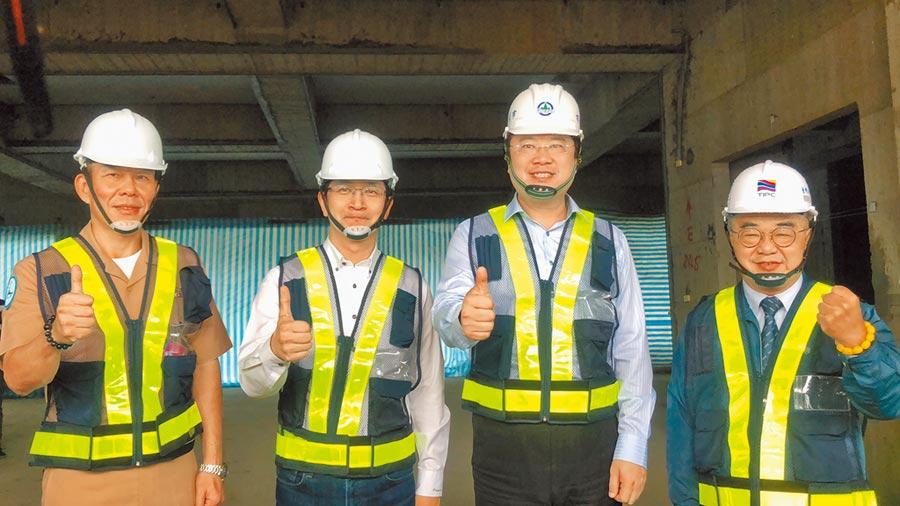 基隆軍港西遷,基隆市長林右昌喊話說,最快2021年底完工。(吳康瑋攝)