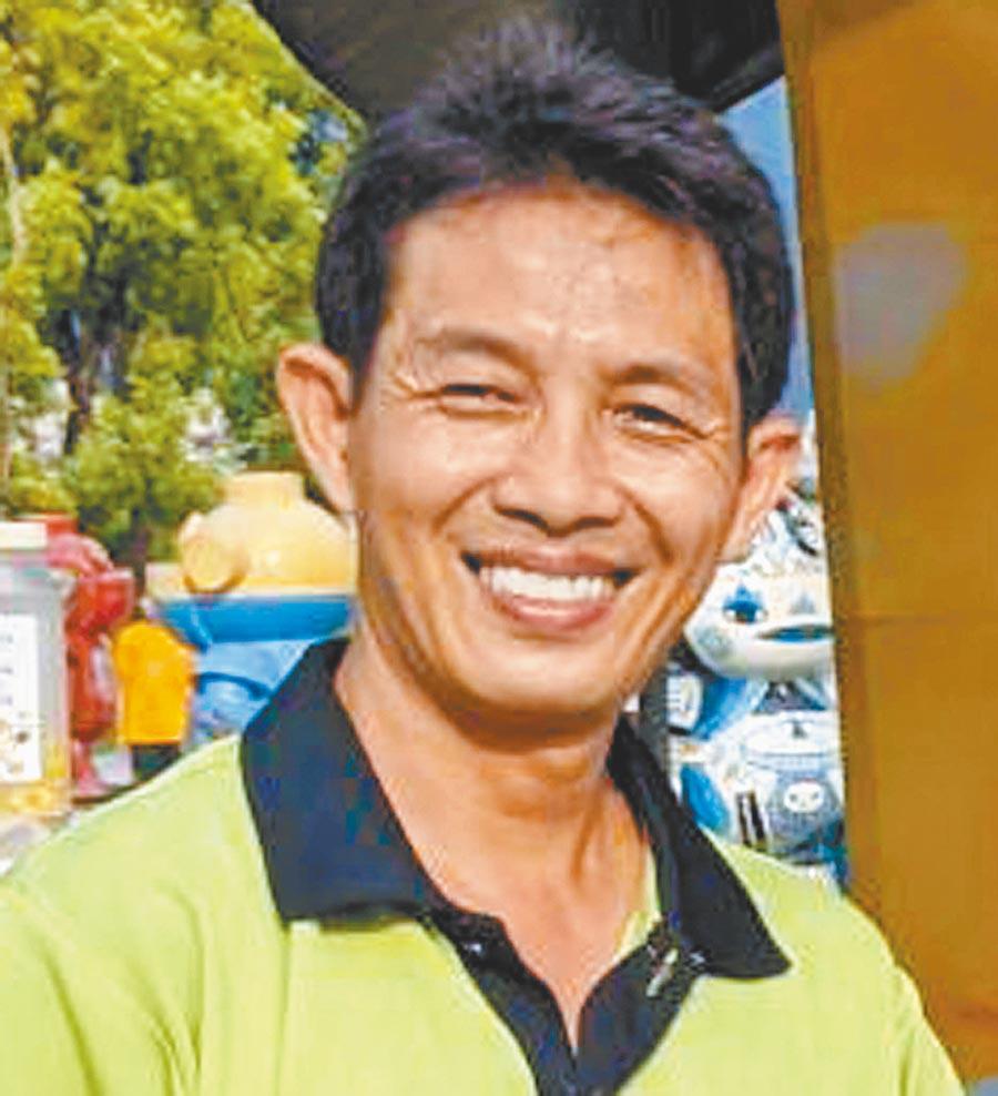 屏東蜂農陳國昌是第3代蜂農,逐蜜而居、南北奔波,他說養蜂不是件簡單事業,從爸爸養蜂到現在,40多年來只有5年大豐收。(潘建志攝)