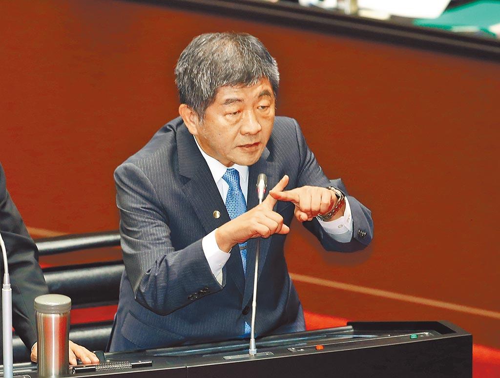 中國大陸研發新冠疫苗獲進展,衛福部長陳時中備詢時,雙手比叉,斬釘截鐵表示不會選擇「中國疫苗」。(姚志平攝)