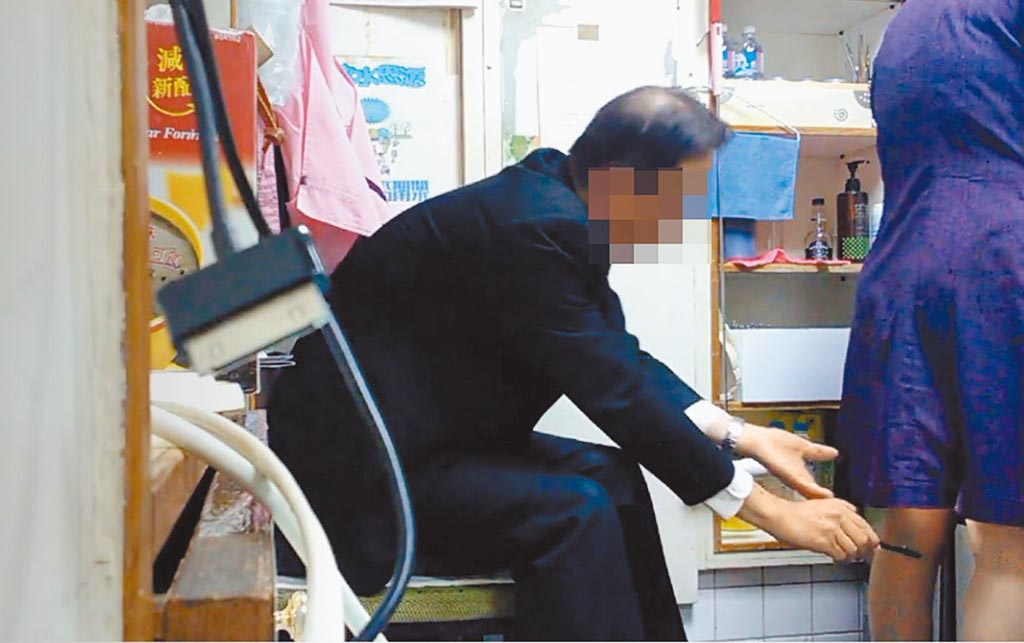 松江路上某飯店一名王姓協理涉用權勢性騷擾及偷拍裙底風光長達2年以上,受害者超過半數,連內部性平會記過都沒在怕,公司董事長甚至想把事情壓下來,囂張至極。(民眾提供/張薷台北傳真)