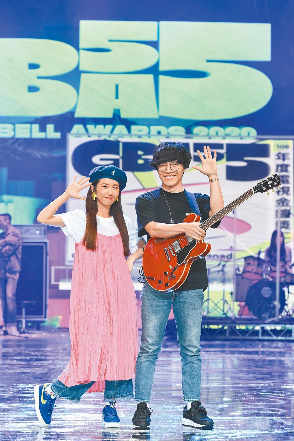 Lulu(左)與盧廣仲昨為金鐘獎彩排,預告今晚會有Free style的演出。(三立提供)