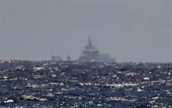 不尋常?解放軍情報船南移綠島外海   我軍艦也突現台東近海