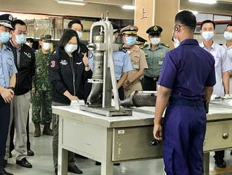 蔡英文視察空軍  迦納下士台語介紹「我係正港台灣囡仔」