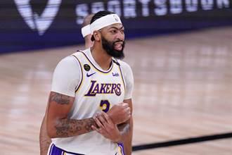 NBA》一眉哥心情不好 詹皇:看眉毛就知道